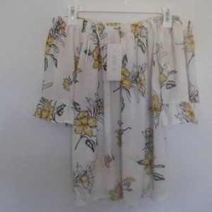 Sienna Sky Floral Top NWt Size Small